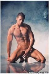 golie-muzhchini-striptizeri